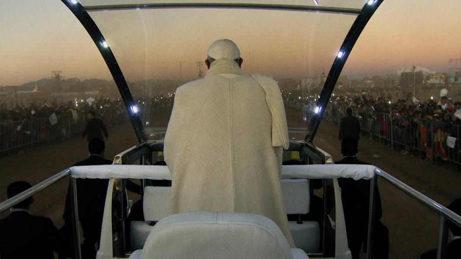 """Szene des Dokumentarfilms """"Papst Franziskus – Ein Mann seines Wortes"""" von Wim Wenders"""