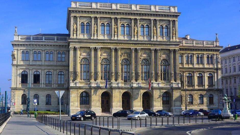 Von Victor Orbán gegängelt, von der EU im Stich gelassen: die Wissenschaftsakademie in Budapest