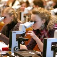 Medizinstudenten im Anatomiekurs