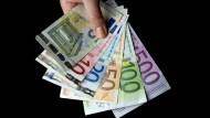 Es muss nicht immer Bargeld sein: Es gibt viele geldwerte Leistungen, von denen Arbeitnehmer und Arbeitgeber profitieren können.