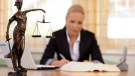 Die Juristerei bot früher ein breites Betätigungsfeld - es könnte enger werden.