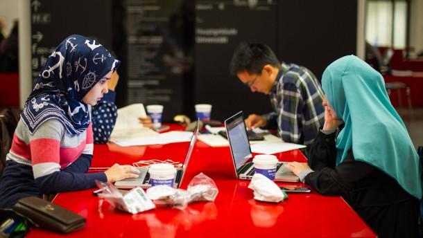 Zahl ausländischer Wissenschaftler und Studierender gestiegen
