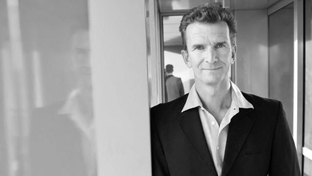 Michael Groß - Der ehemalige Schwimmsportler, Olympiasieger und Weltmeister und heutige Unternehmer stellt sich in Frankfurt dem Fotografen.