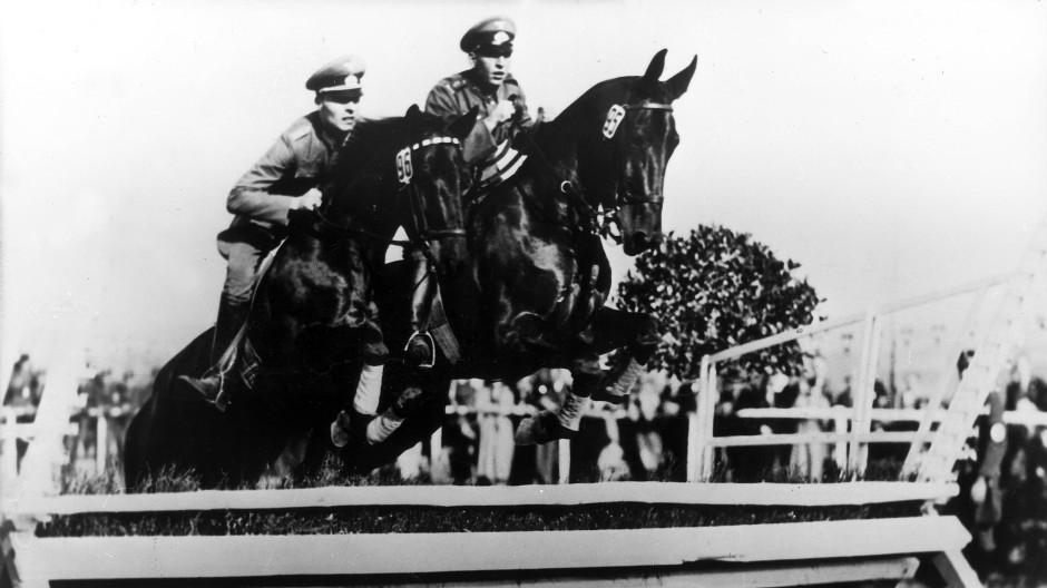 Am 5. Mai 1935 nahm Claus Schenk Graf von Stauffenberg mit seinem Burschen Hans Kreller an einem Reitturnier in Heiligenhaus teil.