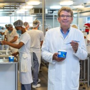 Der Berliner Unternehmer Olaf Höhn in seiner Eismanufaktur Florida-Eis.