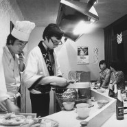 Wie in Japan isst der Tenno, weiß in Frankfurt Brezel-Benno - seit es Sushi-Restaurants am Main gibt. Ist die Zigarette bei der Arbeit höfliches Signal der Anpassung an hiesige Imbissbudenbesitzersitten?