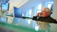 Warum aufhören, wenn es doch so schön ist? Viele ältere Menschen fühlen sich noch fit und wollen weiter arbeiten.
