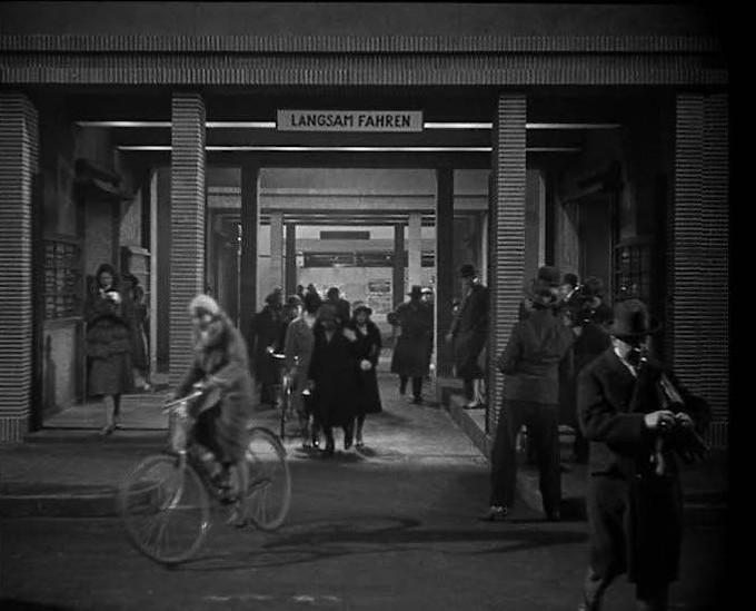 1931: Als wäre Fritz Lang derjenige gewesen, der die Filmindustrie hier ins Leben gerufen hat.