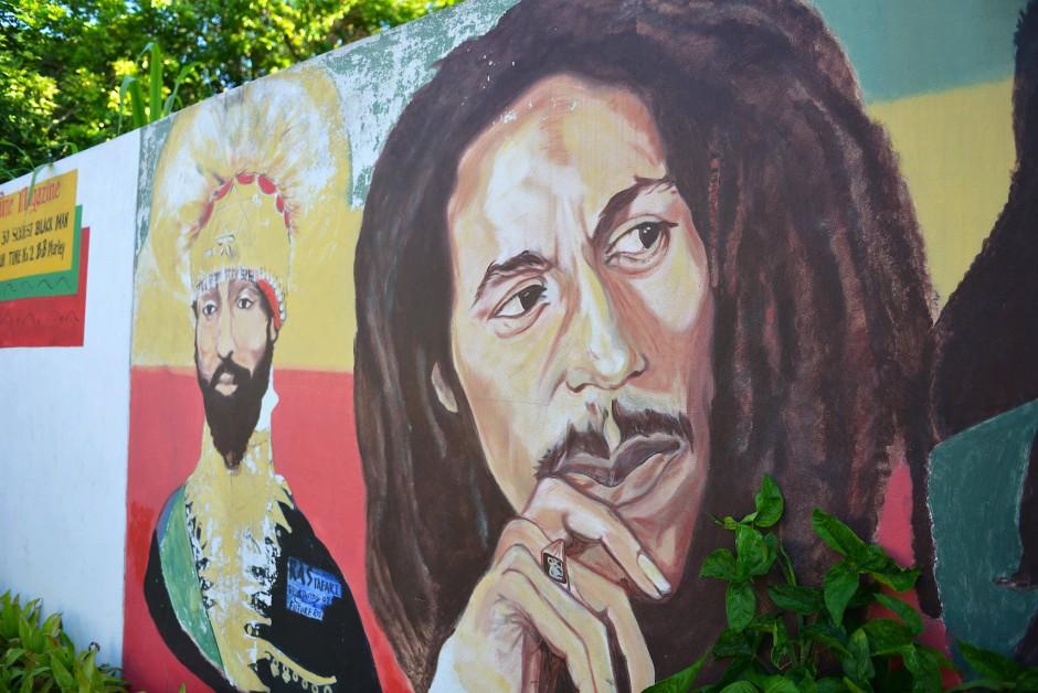 Haile Selassie und Bob Marley auf einer Mauer des Bob-Marley-Museums in Kingston