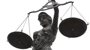 Rechtskolumne: Dürfen Angestellte  anders behandelt werden als Arbeiter?
