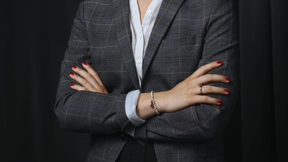 Authentizität, Professionalität und Perfektion: Frauen haben es bei Bewerbungsbildern nicht leicht.