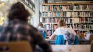 Ein Leben lang lernen: Nicht nur in Lebensabschnitten wie der Schulzeit oder dem Studium, wie hier in Tübingen, müssen Menschen heutzutage büffeln.