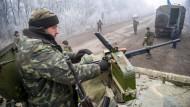 Seit Mitternacht schweigen die Waffen fast überall im Osten der Ukraine.