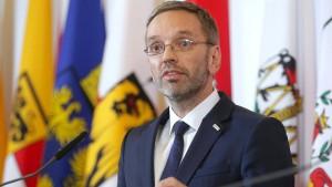 Österreichs Innenminister will keine Asylanträge mehr in der EU