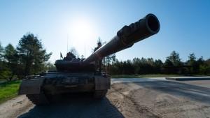 Merkel will Verteidigungsausgaben nur auf 1,5 Prozent steigern