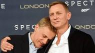 """Es war doch so schön mit uns: Christoph Waltz und Daniel Craig posieren bei der Vorstellung des jüngsten Bond-Films """"Spectre"""" im Oktober 2015 in London"""