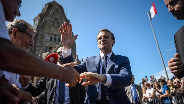 Macrons Partei gewinnt erste Runde mit rund 32 Prozent