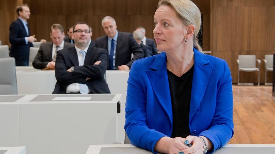 Die damalige AfD-Fraktionsvorsitzende Dana Guth bei der konstituierenden Sitzung des niedersächsischen Landtags im November 2017
