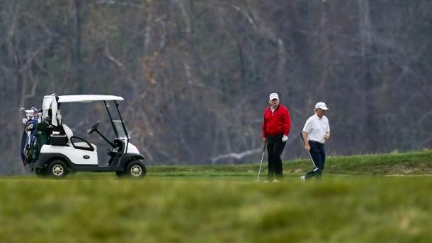 Trump fährt nach seiner Rede zum Golfen