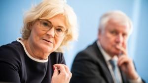 Lambrecht fordert Seehofer zum Einlenken auf