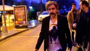 Yücel: Bin nicht in Deutschland, aber unter Freunden
