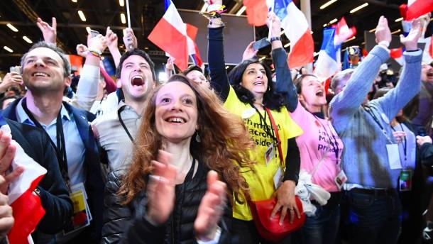 Macron und Le Pen bei Frankreich-Wahl vorn