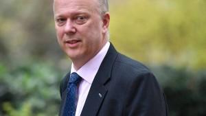 Britischer Verkehrsminister nach Fiasko um Fähren-Vertrag unter Druck