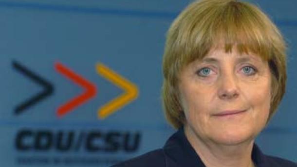CSU stellt sich gegen Merkel