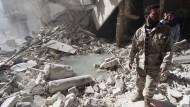Menschenrechtler: Assad greift Zivilisten mit Fassbomben an