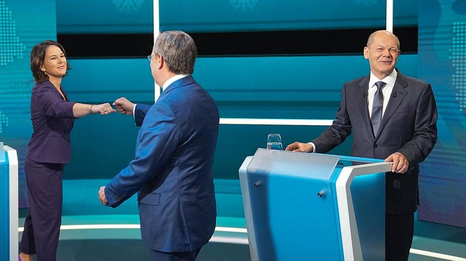 Erstes Fernseh-Triell der Spitzenkandidaten: Wer macht – rein emotional betrachtet – am ehesten einen kanzlertauglichen Eindruck?