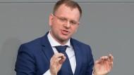 Meuthen-Gegner: Dirk Spaniel am Rednerpult im Bundestag