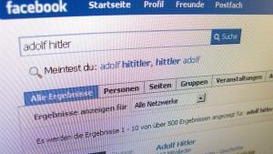 Maas fordert von Facebook mehr Einsatz gegen Hetze im Netz
