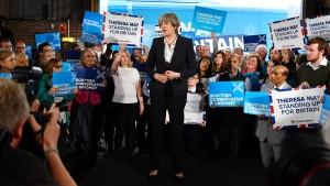 Jetzt wird's eng für Theresa May