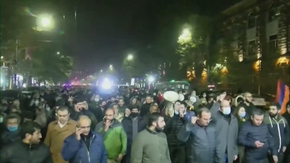Wütende Armenier verlangen Rücktritt der Regierung