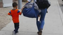 Nur wenige Kinder zurück bei ihren Eltern