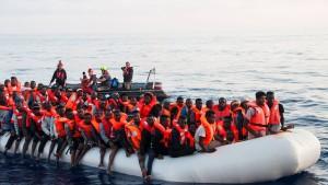 Libysche Küstenwache greift fast 1000 Migranten an einem Tag auf