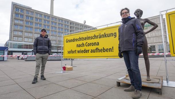 Viele Deutsche sind zum Verzicht auf Freiheiten bereit