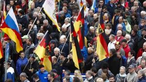 Sachsens Innenminister sucht weiter Dialog mit Pegida