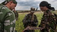 Prorussische Separatisten schießen Militärmaschine in der Ostukraine ab