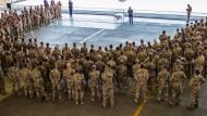 Sie darf das: Verteidigungsministerin Ursula von der Leyen besucht die Bundeswehr in Incirlik. Für den Rest des Bundestages hat die Türkei ein Besuchsverbot verhängt.