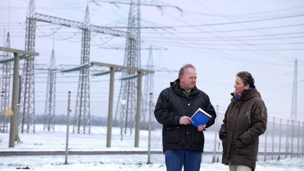 Stromautobahn - Eine Bürgerinitiative im Meerbuscher Stadtteil Osterrath wendet sich gegen den Bau eines Groß-Konverters, der im Rahmen der Energiewende als Verteiler einer geplanten Stromautobahn dienen soll