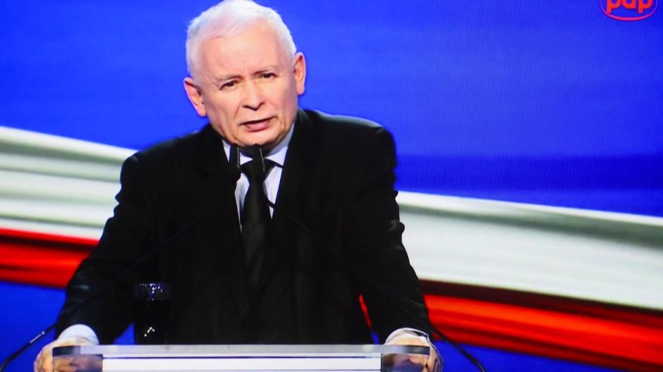 """Der PiS-Vorsitzende Jaroslaw Kaczynski am 15. Mai bei der Vorstellung des Regierungsprogramms """"Polnische Ordnung"""""""