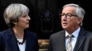Theresa May und Jean-Claude Juncker vor Downing Street No. 10