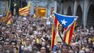 Die katalanische Regierung handelt trügerisch und illegal