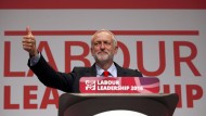 And the winner is: Der wiedergewählte Labour-Chef Jeremy Corbyn