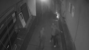 Mit diesem Überwachungsvideo sucht die Polizei nach den Tätern