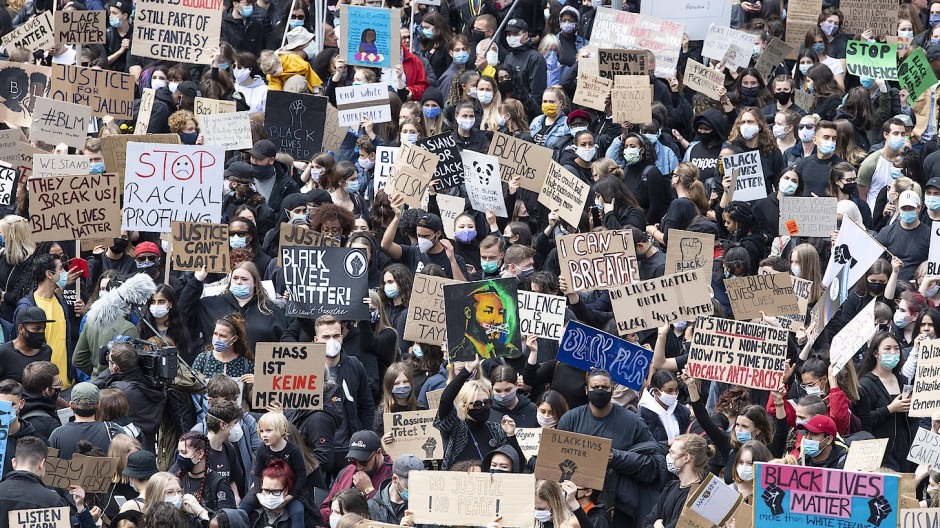 Demonstranten gegen Rassismus in Frankfurt am Main