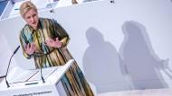 Mecklenburg-Vorpommerns Ministerpräsidentin Manuela Schwesig spricht während einer Landtagssitzung zur Stiftung für den Weiterbau von Nord Stream 2.