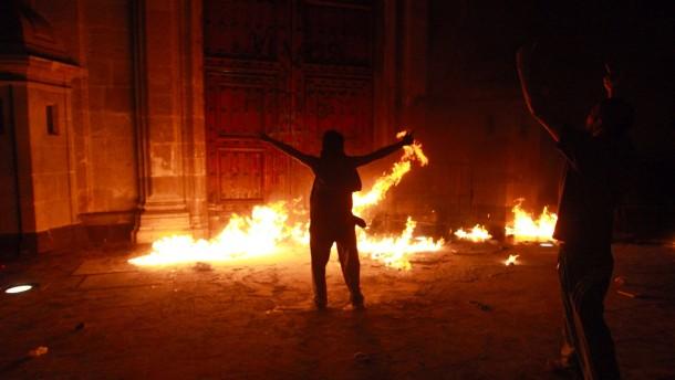 Demonstranten greifen Regierungspalast in Mexiko an