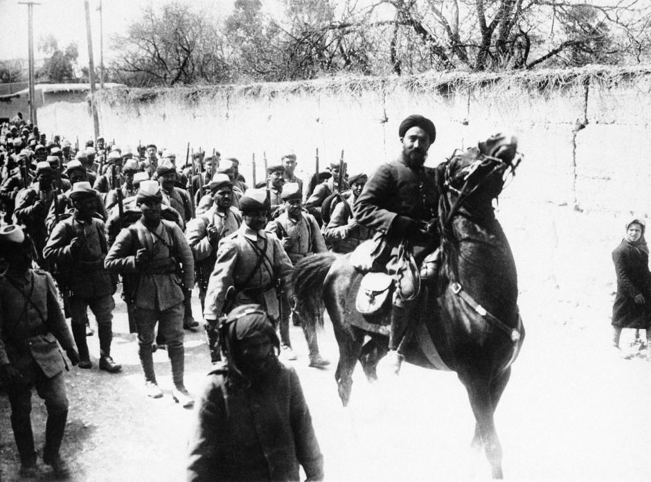 Am Ende geschlagen: Osmanische Soldaten auf einem Foto unbekannten Datums bei einer Militärparade in den Straßen von Damaskus.